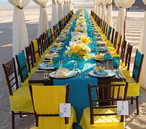 Decora??o para casamento nas paletas de cores azul e amarelo