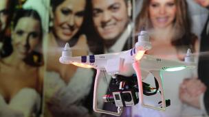 Drone para carregar as alianças de casamento