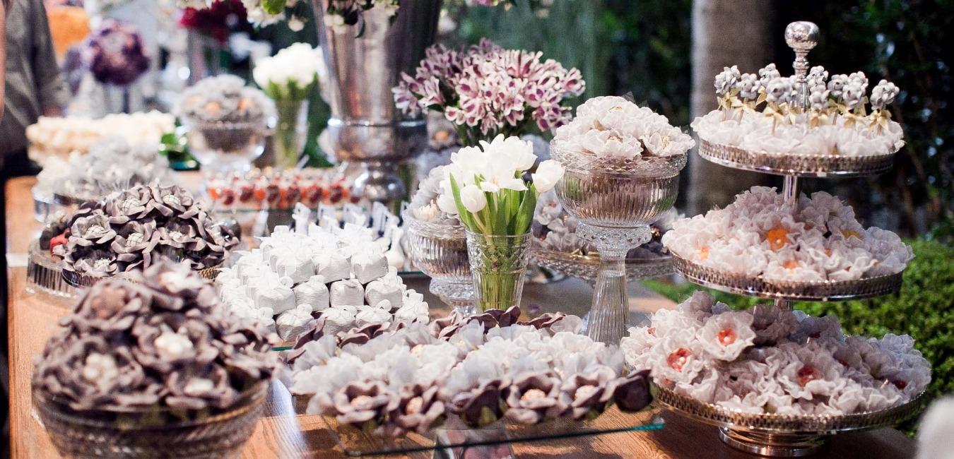 decoracao de casamento que eu posso fazer:Mesa de doces para casamento: 7 dicas para a decoração ideal
