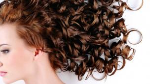 cabelos cacheados penteados