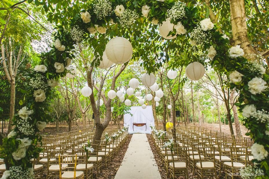 Para um casamento no sitio, nada melhor que uma cerimônia diante de