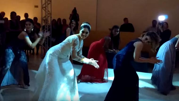 Noiva dança Bang e arrasa