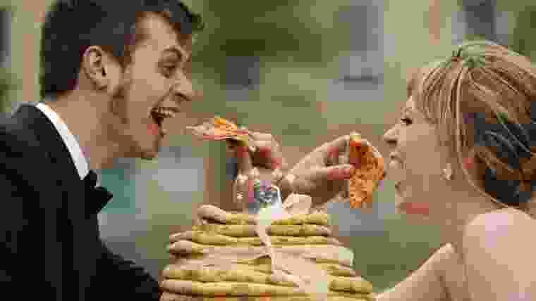 servir pizza no casamento
