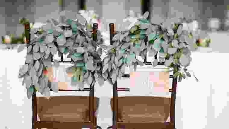 decoração de casamento: adornos cadeira dos noivos