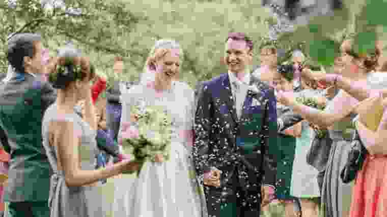 Fazer uma festa de casamento gastando pouco